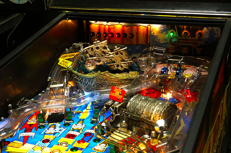 Pirates of the Caribbean Pinball : Billiards N More